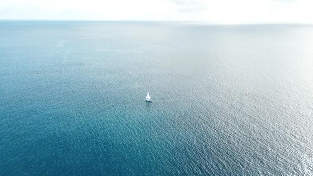 ハワイの「ダイヤモンドヘッド灯台」でドローンを飛ばしてみた【うみがめ隊】