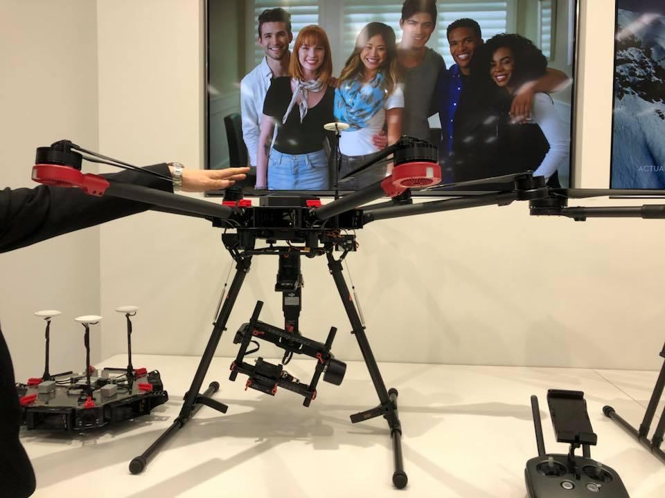 業務用シネマカメラを空に飛ばしたい!映画やCMにも使用できるドローンMatrice600Pro