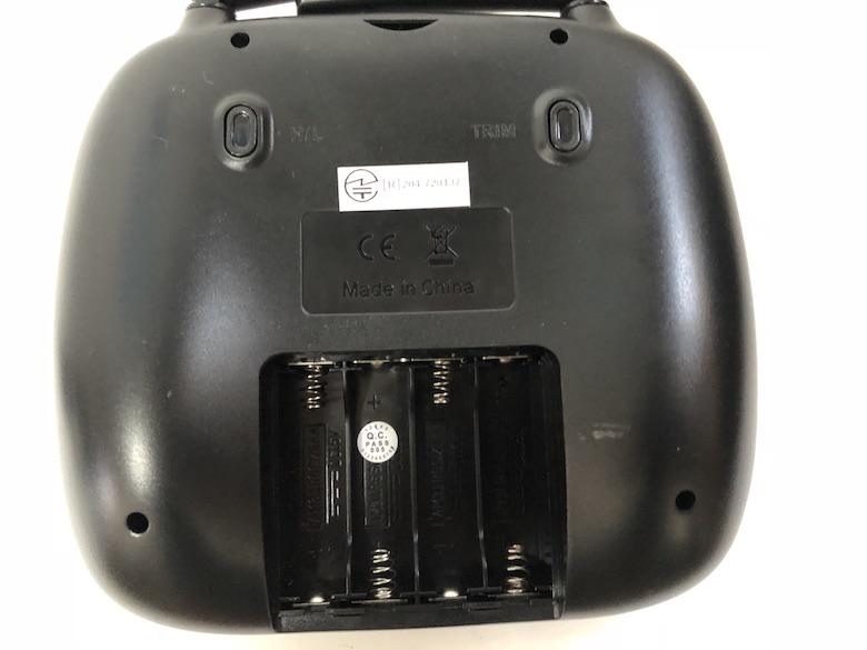 カメラ付きドローン 2.4GHzコントローラー(技適認証済み) 3.7V 700mAh LiPoバッテリー 2本 USBバッテリー充電器 4GBマイクロSDカード スペアプロペラ ねじ回し 取扱説明書