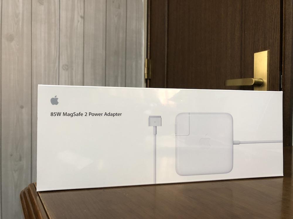 Apple純正は8000円くらいするので、思わず『うっ!』としてしまいますよね。