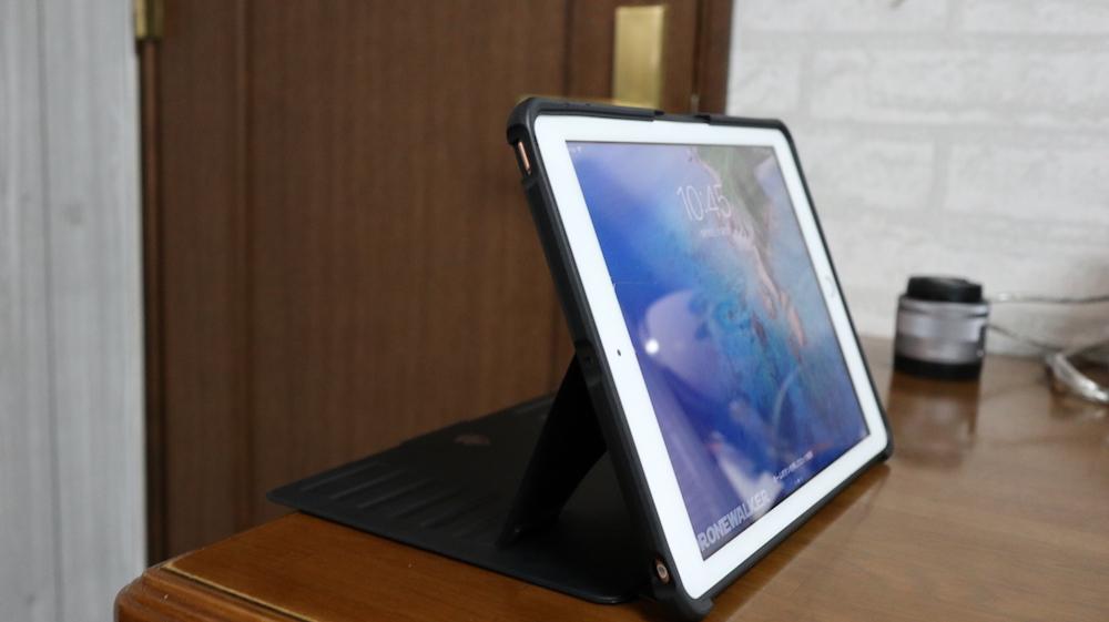 『ZUGU CASE』は少し厚みがあり、万が一iPadの画面側からダイレクトに落としても、画面に直撃しないようになっております。