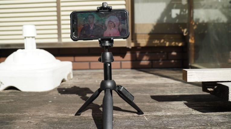 【神の自撮り棒】iPhoneもGoProもデジカメも固定できるミニ三脚