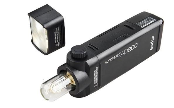 ありそうでなかったバッテリー式の小型モノブロックストロボ『AD200』
